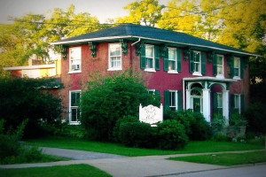 Exterior view of Grape Arbor Bed & Breakfast.