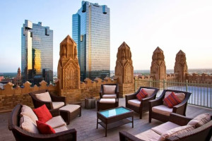 Rooftop patio at Courtyard by Marriott Fort Worth Downtown/Blackstone.