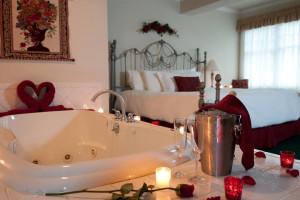 Room with hot tub at Snowflake Inn.
