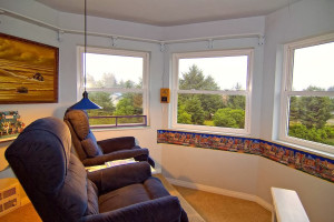 Sitting area at Ocean Shores Gibson's Bed and Breakfast.