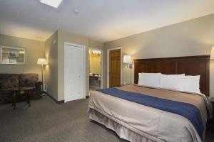 Guest room at Super 8 Hotel Port Elgin.