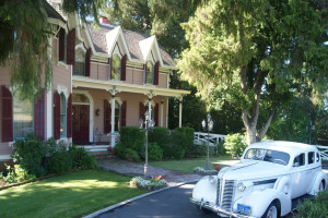Exterior view of The Gables Wine Country Inn.