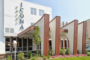 Exterior view of Hotel Icona.