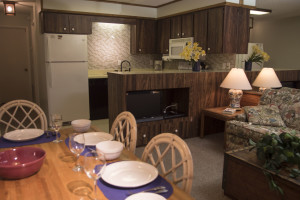 Guest dining area at Englewood Beach & Yacht Club.