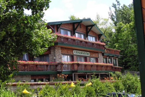 Exterior view of Best Western Adirondack Inn.