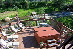 Deck at 4 Seasons Inn.