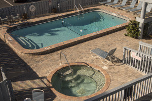 Pool and hot tub at Englewood Beach & Yacht Club.