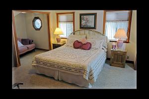 Guest room at Amador Harvest Inn.