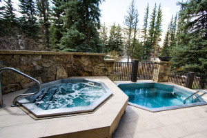 Outdoor hot tubs at Vail Mountain Lodge & Spa.