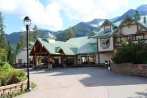Exterior view of Lizard Creek Lodge.