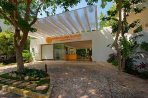 Exterior view of Riviera Maya Suites.