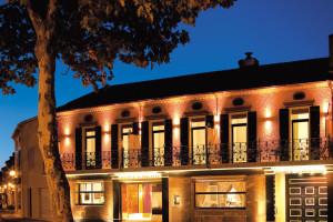 Exterior view of Hôtel Restaurant Hervé Garrapit.
