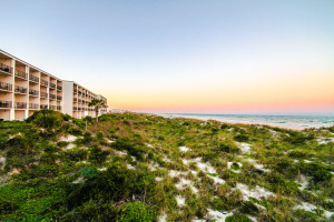 Exterior view of Beacher's Lodge Oceanfront Suites.