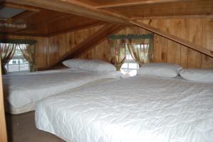 Cabin bedroom at Colorado Springs KOA.