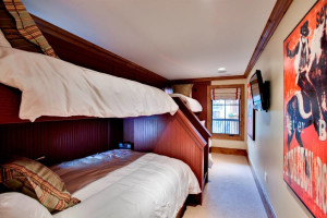 Guest bedroom at Willows & Riva Ridge South.