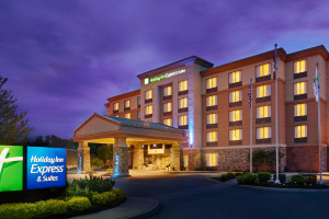 Exterior view of Holiday Inn Huntsville.