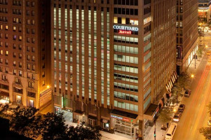 Exterior view of Courtyard Chicago Downtown Magnificent Mile.