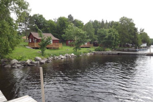 Lakeside Cabins at Moosepoint Cottages