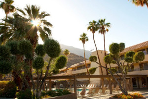 Exterior view of Vagabond Inn Palm Springs.