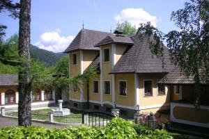 Exterior view of Alpenhotel Jagdhof Breitenthal.