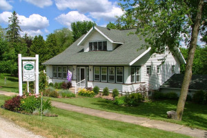 Exterior view of Hillcrest Hide Away B & B.