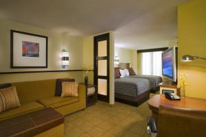 Guest room at Hyatt Place Utica.