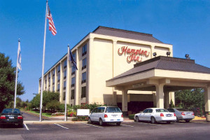 Exterior view of Hampton Inn Long Island-Commack.