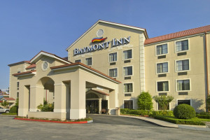 Exterior view of Baymont Inn & Suites Conroe.
