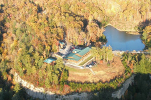 Aerial view of Cliffview Resort.
