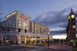 Exterior view of Hilton Vancouver Washington.