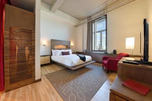 Guest room at Hotel 71 Quebec.