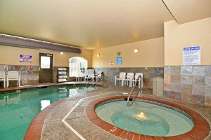 Pool & whirlpool at Rivertide Suites Hotel.