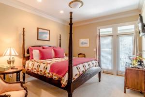 Rental bedroom at Pointe South.