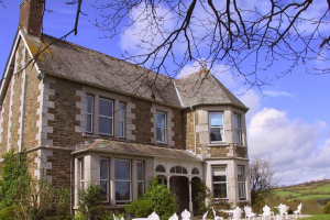 Exterior view of Well House Hotel.