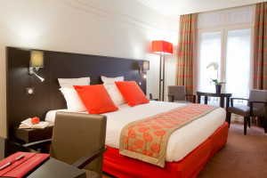 Guest room at California Paris Champs-Elysées.