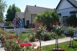 Exterior view of Magliulo's Rose Garden Inn.