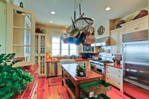 Vacation rental kitchen at Hodnett Cooper.