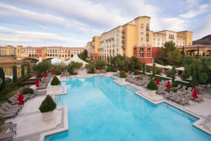 Outdoor pool at Hilton Lake Las Vegas Resort & Spa.