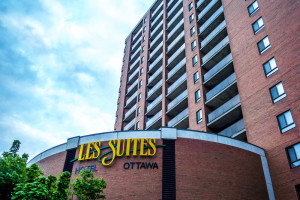 Exterior view of Les Suites Hotel Ottawa.