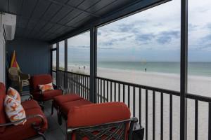 Rental balcony at beachrentals.mobi. LLC.