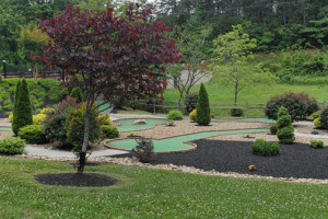 Mini golf at Cabins For You.