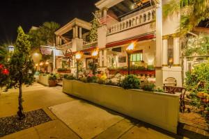 Exterior view of Casablanca Inn.