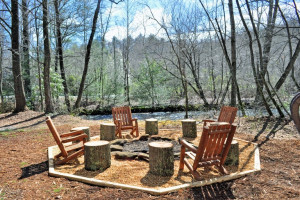 Fire pit at Mountain Top Cabin Rentals.