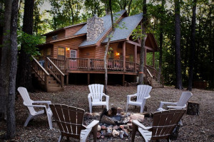 Cabin exterior at Beavers Bend Getaway.