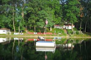 Exterior view of Oak Cove Resort.