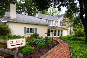 Exterior view of Bucksville House.