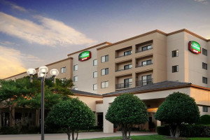 Exterior view of Courtyard by Marriott Dallas Central Expressway.
