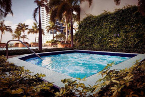 Hot tub at Churchill Suites.