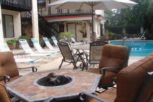 Fire pit and swimming pool at Serendipity Inn.