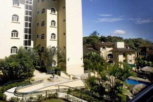 Exterior view of Apartotel Villas Del Rio.